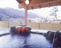 露天風呂付特別室の岩露天風呂