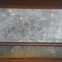 藤太の湯から望む片倉山の雪化粧