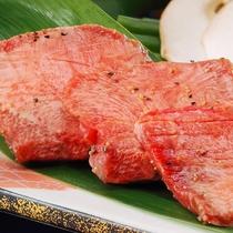 夕食時の「もう一品!」にオススメ。『仙台名物 牛たん焼き』1,200円(税別)です。