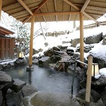 雪をながめて露天風呂