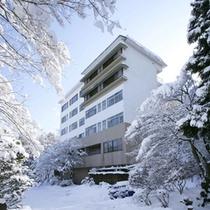 雪景色の向こうに東館
