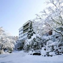 雪景色の晴観荘