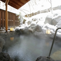 雪景色をながめての露天風呂