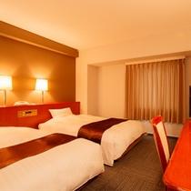 ツインルーム。全室セミダブルサイズのベッドを採用。