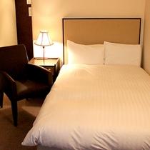 *セミダブル/シモンズ社製の心地よいベッドで快眠。