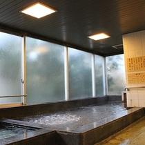 *大浴場/足を延ばせる大きな湯船で、のんびりと疲れを癒して頂けます。