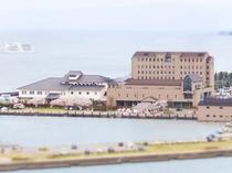ホテル全景 雄大な琵琶湖のほとりに佇む北ビワコホテル