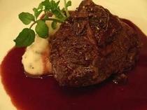 牛ほほ肉の赤ワイン煮