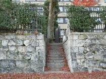 くに荘庭園側入口