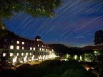 山のホテル外観(星空)