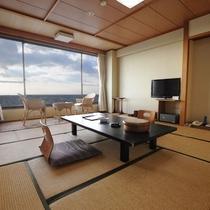 ◆和室12畳 ゆったりとした和室です。大きな窓からは伊勢湾を一望いただけます。