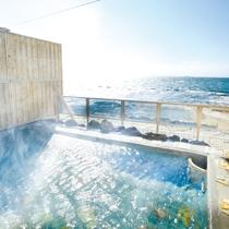 ◆渚の離れ露天風呂。日中は雄大な伊勢湾の海景色、夜には満点の星空をお楽しみいただけます。