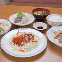 *お夕食一例/地元の旬味を活かした日替わり定食。もちろん栄養バランスも考慮。多忙なビジネスマンに好評◎