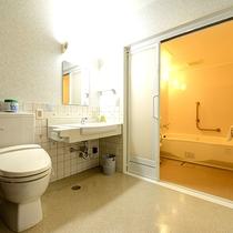 *【洋室 ユニットバス付】バリアフリー対応のお部屋も一室ございます<加湿機能付き空気清浄器完備>
