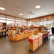 *【館内(フロント・ロビー)】富山の名産品、地元のお土産やおやつなど販売しております。