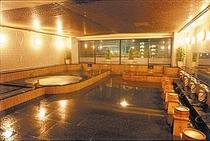 金泉・銀泉の温泉大浴場