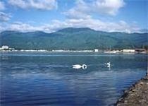宿からの金北山と加茂湖