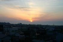 客室から見る那珂湊の朝日