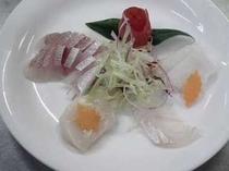 海鮮カルパッチョ旬の魚に自家製のソースで(一例)