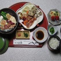 *ご昼食(有料)でお出ししている軍鶏ステーキ御膳