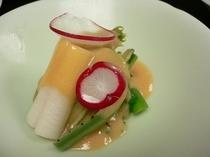 料理一例 長芋と山菜の酢味噌