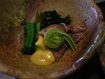 料理一例 ホタルイカと山菜の酢味噌