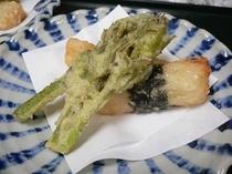 料理一例 長芋磯辺揚げとタラノ芽