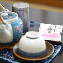 *お部屋のお茶菓子:地元の銘菓をお召し上がりください