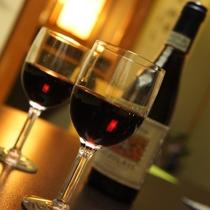 ワイングラスを傾けながら素敵なひと時をお過ごしください