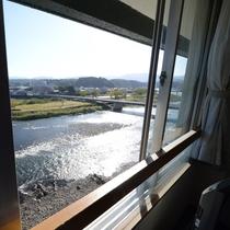 *球磨川を眼下に望む絶好のロケーション