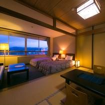 【和洋室一例】部屋は洋室ツインと畳のある落ち着いた空間。窓からは絶景がご覧いただけます。