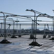 晴れの時は洗濯物を屋上で干すこともできます