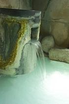 大浴場(源泉掛け流し硫黄泉の吐出口)