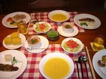 那須の新鮮な素材を使った手作りディナー、うそつきグラタンが好評です。