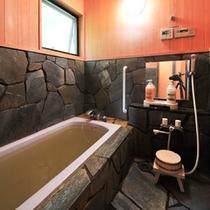 【コテージ】源泉から新鮮な温泉を引いておりますので、天然温泉を24時間思う存分お楽しみいただけます。