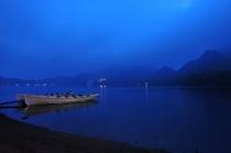 様々な伝説を持ち、神秘的な表情を写し出す榛名湖