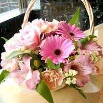 お花をもらうと特別な日って感じがしますよね☆フラワーアレンジメントのお手配もいたします。
