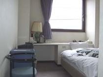 【シングルルーム】全室インターネット環境(光)完備。