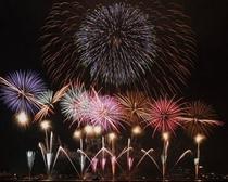 夏は諏訪湖の花火大会