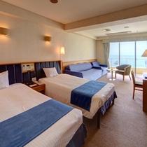 本館「洋室」 バルコニーから東シナ海を一望するオーシャンビュー波の音をより近くに感じられます