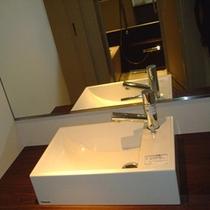 【東館】客室洗面台 女性にウレシイ独立タイプの洗面台♪