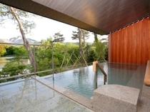 露天風呂「四季の湯」全景