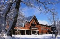 裏庭からのホテル外観【冬】