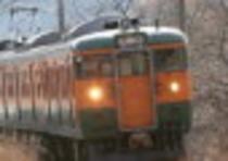 電車(写真は上越線で有名なオレンジと緑の電車です★)