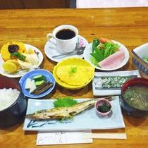 *焼き魚はその日によって旬のお魚をお出しいたします