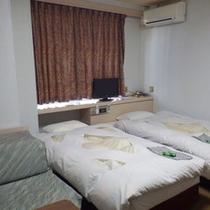 *【ツインルーム】シンプルな洋室のお部屋です。