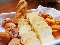 朝食一例・手作りパン