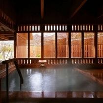 離れ湯 百八歩/内風呂・天井の梁から浴室の床まで、全てが木造り