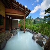離れ湯 百八歩/露天風呂・湯殿につかり蔵王連峰・竜山の絶景を一望できます。