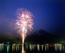 富士五湖花火大会(8月1・2・3・4・5日)これは湖上祭